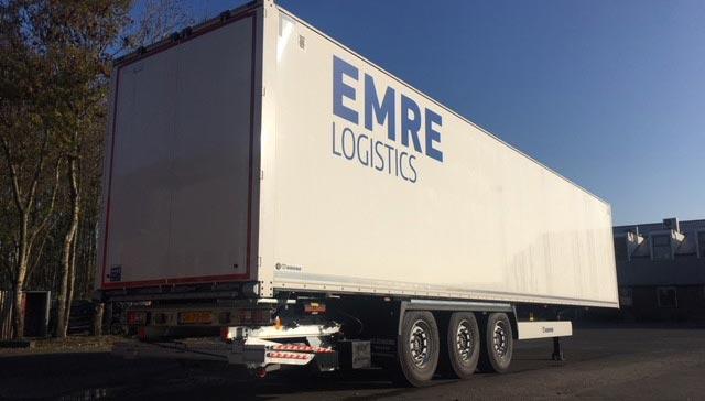 Drie nieuwe Wezenberg Krone kastentrailers voor Emre Logistics