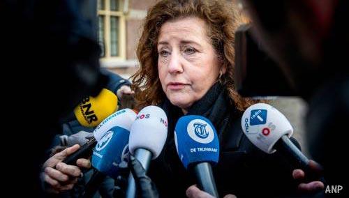 Minister wil in debat met Johan Derksen over #SorryJohan