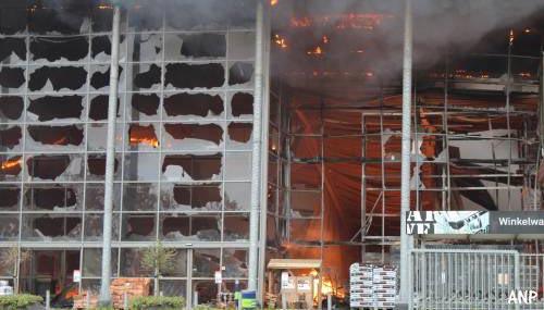 Grote brand in Karwei bouwmarkt Apeldoorn [foto's+video's]