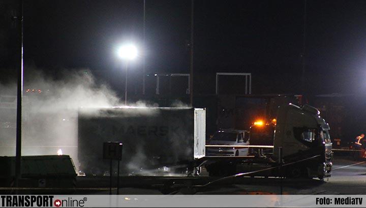 Parkeerplaats bij Maasvlakte Plaza afgesloten na lekkende container met gevaarlijke stoffen [+foto]
