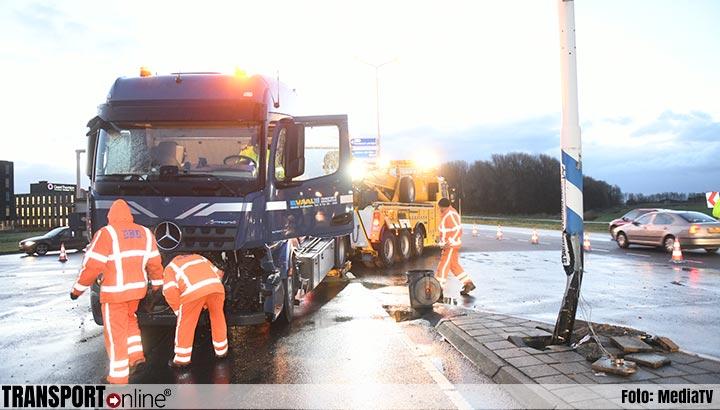 Aanrijding met twee vrachtwagens op de N11 [+foto]