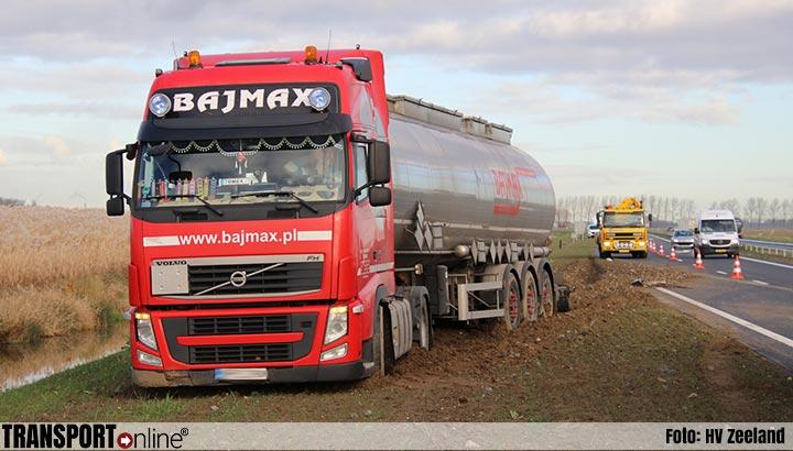 Vrachtwagen van de weg langs N62 [+foto]