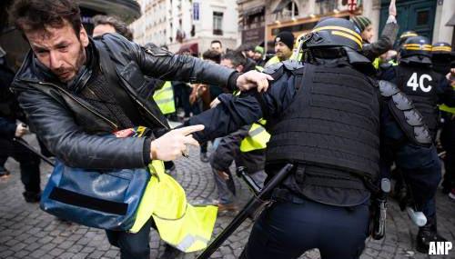 Arrestaties bij protest van gele hesjes in Parijs