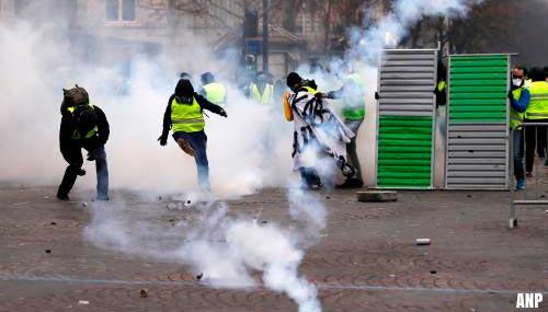 Meer dan honderd 'gele hesjes' opgepakt in Parijs [+foto's]