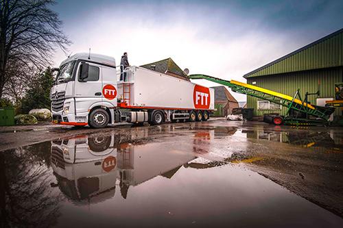 Laatste uit order van 46 Mercedes-Benz Actros trucks afgeleverd bij Farm Trans Group