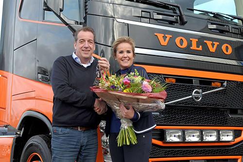 Nieuwe trucks, nieuwe huisstijl voor Land Transport Harkema