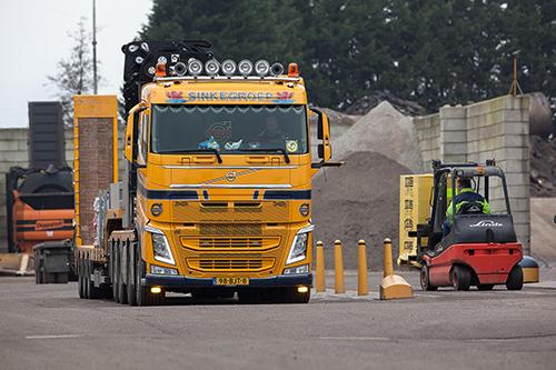 Tien robuuste Volvo-bouwtrucks voor Sinke Transport