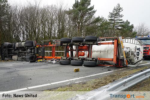 A1 weer open nadat vrachtwagen door middenberm rijdt [+foto]