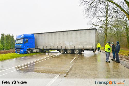 Vrachtwagen blokkeert N397 na keerpoging [+foto]