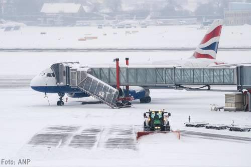 Luchthaven Genève urenlang dicht door sneeuw