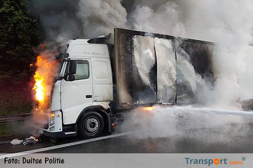 Vrachtwagen in brand op Duitse A2 [+foto's]
