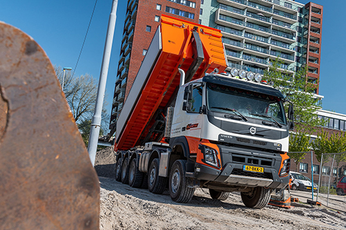 Primeur voor GJ Infra: Volvo FMX 10x6 af fabriek