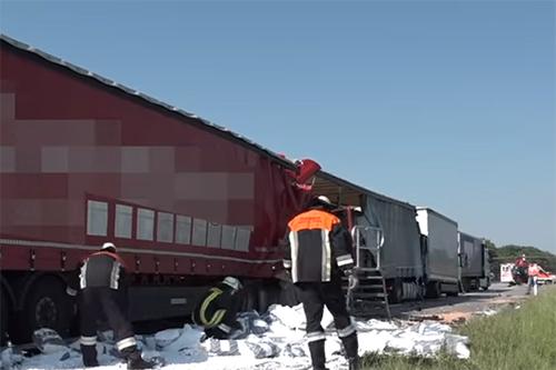 Ernstig ongeval met vier vrachtwagens op Duitse A3 [+video]