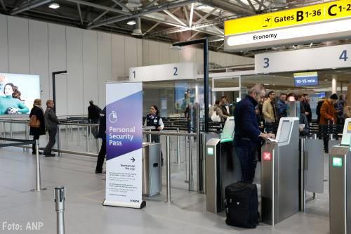 Storing op Schiphol bij paspoort-poortjes