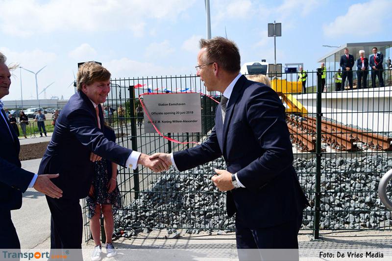 Koning Willem-Alexander opent nieuwe spoorlijn Eemshaven