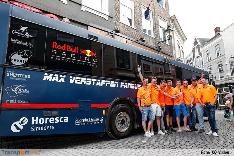 Max Verstappen fans met speciale fanbus naar Grand Prix in Oostenrijk [+foto's]