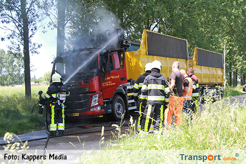 Vrachtwagencabine uitgebrand op N31 [+foto]