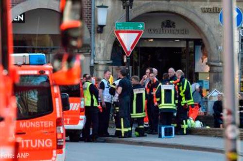 Lijnbus rijdt in op rij auto's, 16 gewonden