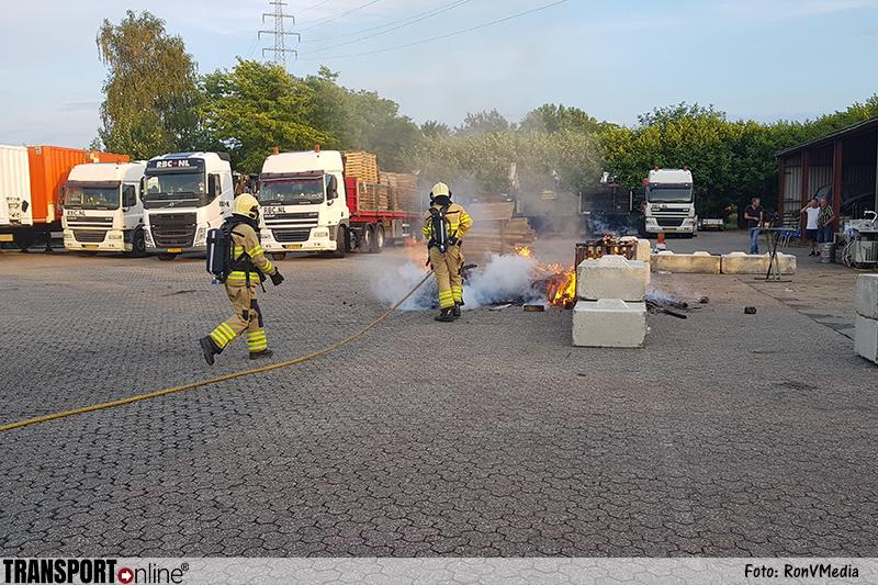 Vrachtwagenbrand blijkt slechts bedrijfsfeestje [+foto]