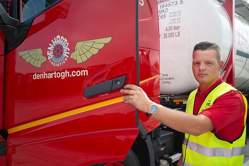 Uitlevering honderd Volvo's voor Den Hartogh Logistics ruim over de helft
