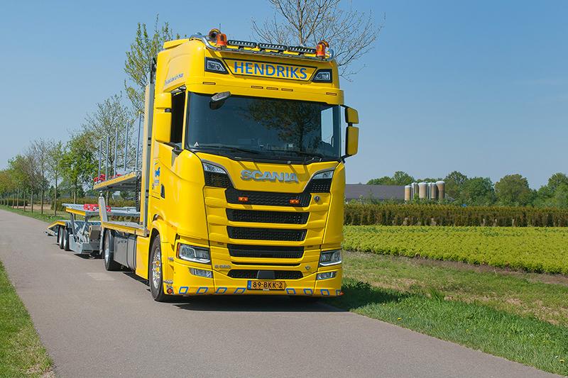 Bergingsbedrijf Hendriks rijdt met nieuwe Scania S580 V8 autotransporter door heel Europa