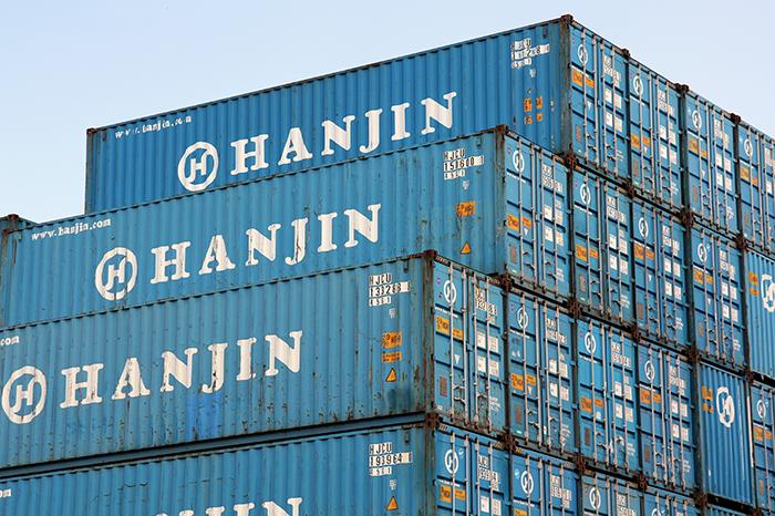 Deurwaarder veilt 400 Hanjin zeecontainers
