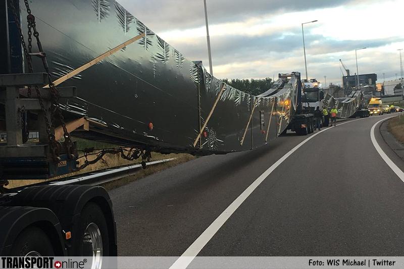 Bijzonder transport stilgezet langs A15 [+foto's]