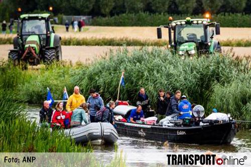 Maarten van der Weijden stopt zijn Elfstedenzwemtocht [+foto's]