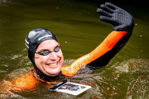 Duizenden schreeuwen zwemmer Maarten van der Weijden moed in