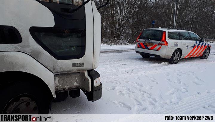Vrachtwagen zonder APK en chauffeur zonder geldig rijbewijs stilgezet [+foto]