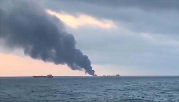 Twee tankers in brand op Zwarte Zee [+video's]