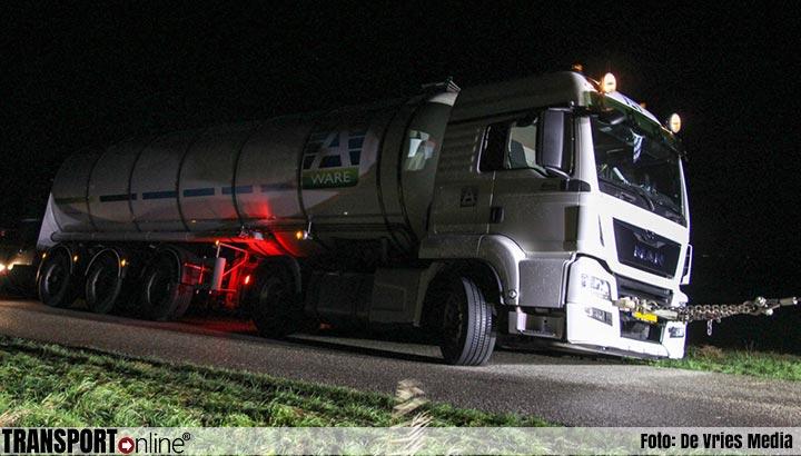 RMO vrachtwagen urenlang vast in berm [+foto]