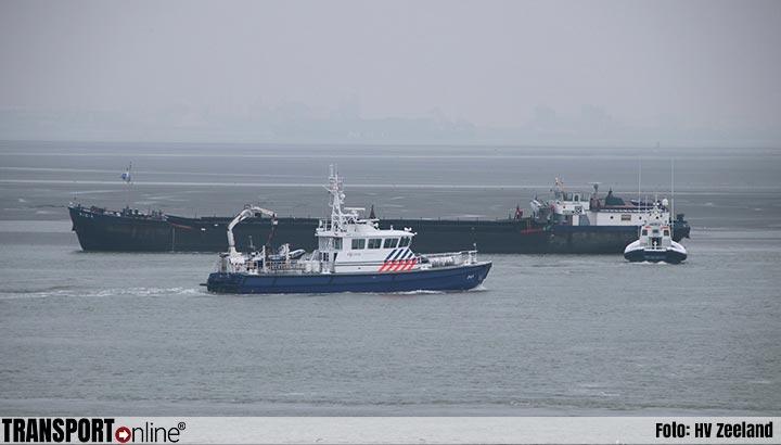 Hopperzuiger schip 'Rio 4' vastgelopen op de Westerschelde [+foto]