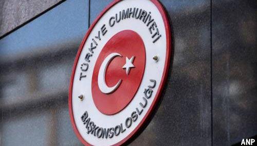 Man steekt zich in brand in Turks consulaat Rotterdam