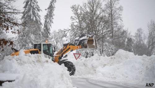 Duizenden huishoudens in Oostenrijk zonder elektriciteit door sneeuwchaos