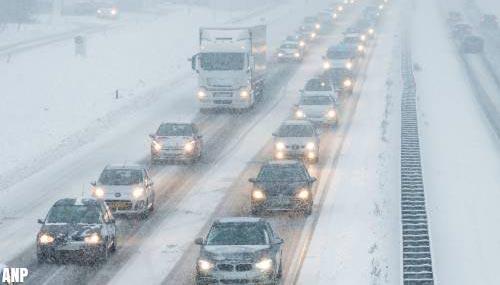 Wintersporters komen met moeite weg uit wintersportplaats