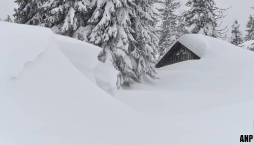 Oostenrijker dood door daklawine