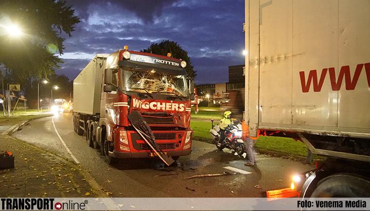 Aanrijding met twee vrachtwagens in Groningen [+foto]