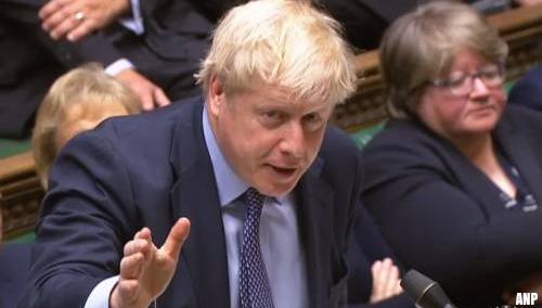 Johnson vraagt uitstel, maar pleit ertegen