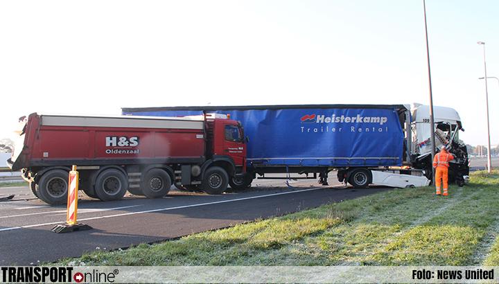 Eén chauffeur gewond bij aanrijding met drie vrachtwagens op A1 [+foto]
