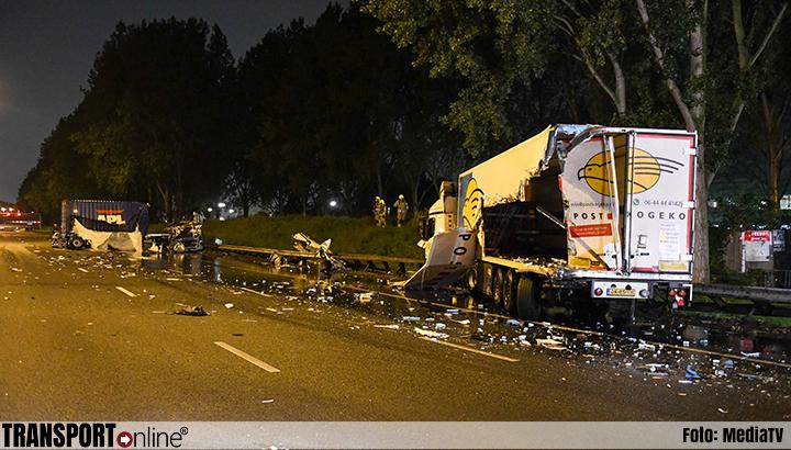 A20 bij Nieuwerkerk weer open na ongeval met vrachtwagens [+foto's]