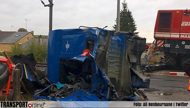 Spontane spoorstaking na aanrijding trein en vrachtwagen in regio Parijs [+foto's&video]