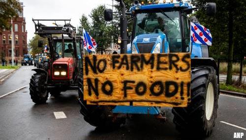 Boeren zorgen voor file op A9
