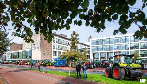 Gelderland bevriest vergunningen voor boeren