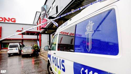 Student met zwaard doodt vrouw op Finse school