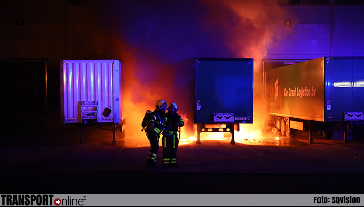 Trailer in brand bij Vos Logistics in Roosendaal [+foto's]