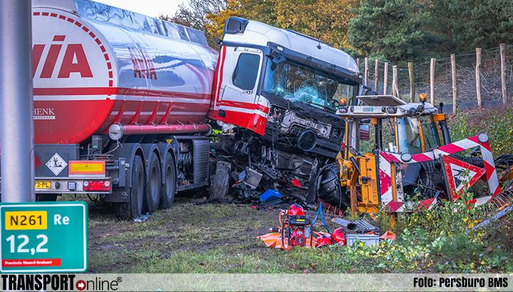 Tankwagen botst op maaivoertuig: drie gewonden [+foto]