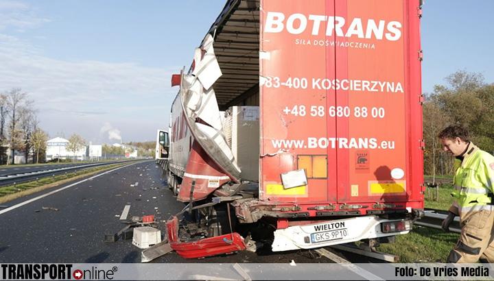 Aanrijding met twee vrachtwagens op N33 [+foto]