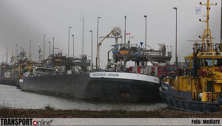 Binnenvaartschip met diesel dreigt te kantelen [+foto]