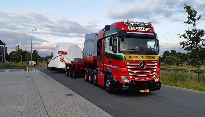 Eerste Actros 4163 8x4 LS SLT voor G. Vlastuin Transport